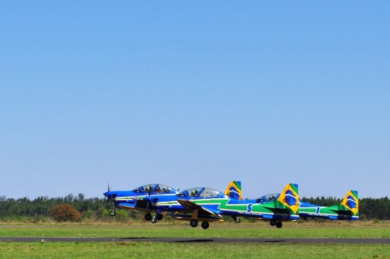 ribeiro_i Aeronaves da Fumaça em decolagem para a missão