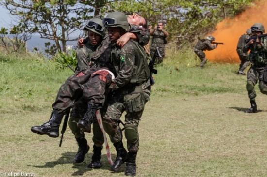 simulação conjunta de resgate médico a feridos em combate.2