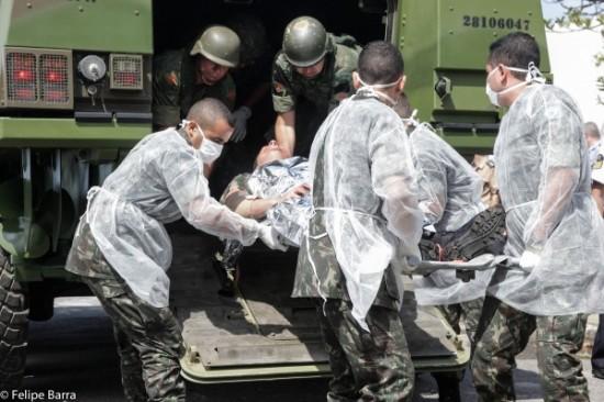 simulação conjunta de resgate médico a feridos em combate.3