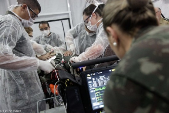 simulação conjunta de resgate médico a feridos em combate.4
