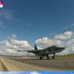 Caça SU 25 pousa em pista de rodovia russa durante exercício militar
