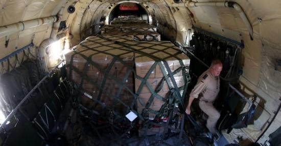 15ago2014---suprimentos-sao-transportados-nesta-sexta-feira-15-a-bordo-de-um-aviao-da-forca-aerea-alema-que-tem-como-destino-a-cidade-curda-de-erbil-no-iraque-a-alemanha-esta-enviando-36-toneladas-1408126041569_956x5