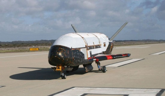 9Boeing_X-37B_after_ground_tests_at_Vandenberg_AFB_October_2007