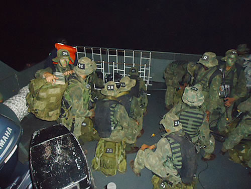 Alunos do C-Esp-ComAnf em preparação para o carregamento tático