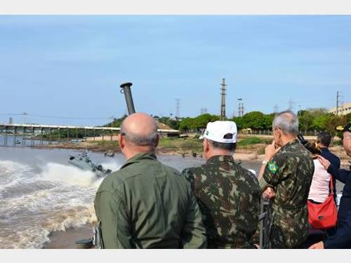 Autoridades militares assistem ao exercício operativo