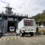 Embarque de Material em Navio de Apoio Logístico para o Haiti