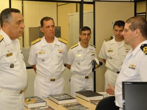 Comandante da Marinha em visita às instalações operativas do CGEM