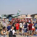 MUSAL_PUBLÍCO E AO FUNDO AERONAVES C-130 HÉRCULES E C-115 BÚFALO