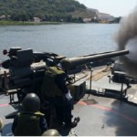"""Monitor """"Parnaíba"""" realiza exercício com canhão de 76,2 mm"""