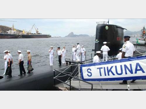"""Oficiais do C-EMOS embarcam no Submarino """"Tikuna"""""""