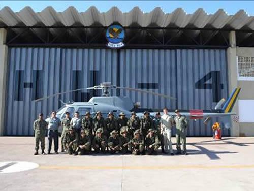 Oficiais do HU-4 e alunos