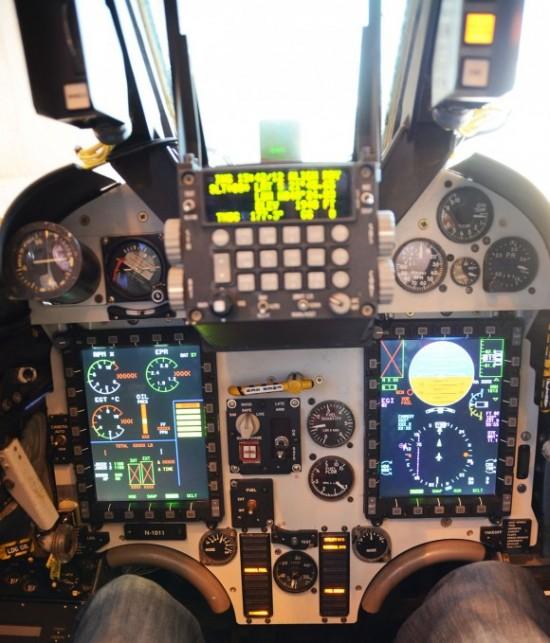 AF-1M-Cockpit-580x679