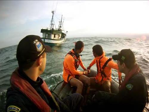 """Aproximação para o embarque da equipe do Navio no """"AKIRA VII"""""""