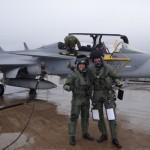 Após primeiro voo no caça, piloto diz que o Gripen é 'dócil'
