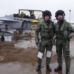 Pilotos da FAB voam o Gripen e tornam-se os primeiros brasileiros a receber treinamento