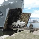 """Navio de Desembarque de Carros de Combate """"Almirante Saboia"""" atraca em Porto Príncipe"""