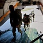 Paraquedistas russos e sérvios treinam destruição de bases terroristas
