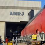"""Primeiro submarino construído no Brasil, Tamoio, realiza """"load-in"""" para início do período de manutenção no Rio"""