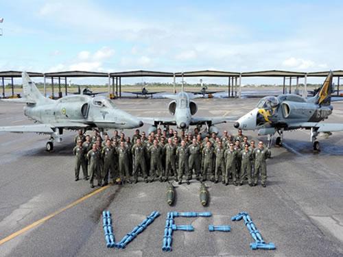 Militares e aeronaves do Esquadrão VF -1 envolvidos nos adestramentos