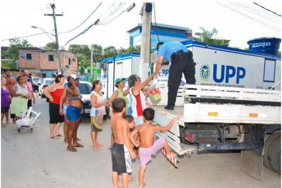 No total, foram distribuídas cerca de 100 cestas aos moradores da comunidade  Agnaldo Santana