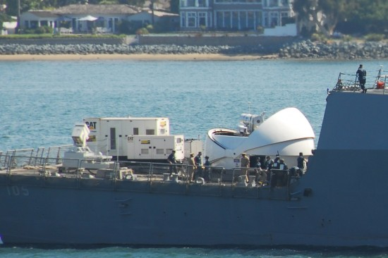 USS-Dewey-with-its-new-laser-canon-1