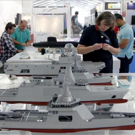 fotografia-del-1-diciembre-2014-maquetas-buques-el-mostrador-la-compania-francesa-defensa-naval-dcns-group-la-ix-exhibicion-y-conferencia-internacional-maritima-y-naval-latinoamerica-exponaval-2014-y-la-iv-version-la