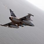 O Gripen NG irá possuir tanque internos maiores podendo permanecer mais tempo no ar
