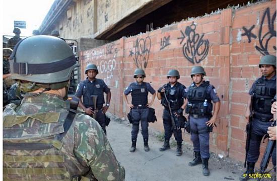 Policia pacificadora.3