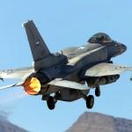 Caças F-16 dos EAU chegam à Jordânia para lutar contra o EI