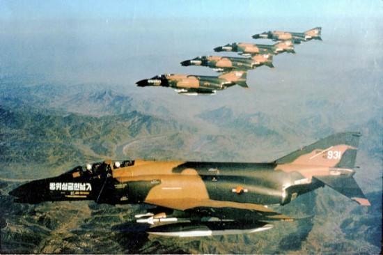 F-4-rokaf