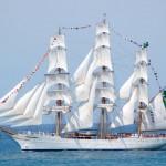 Navio-veleiro Cisne Branco está aberto à visitação em Santos