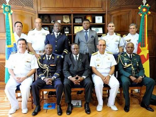 Militares da Marinha do Brasil e de Camarões
