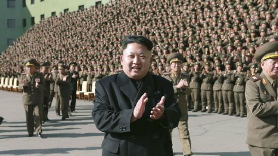 O-ditador-norte-coreano-Kim-Jong-un-dispensou-a-bengala-para-participar-de-uma-cerimonia-com-militares-do-pais-size-598
