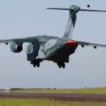 FAB debate aerodinâmica do KC-390 em missões lançamento e reabastecimento