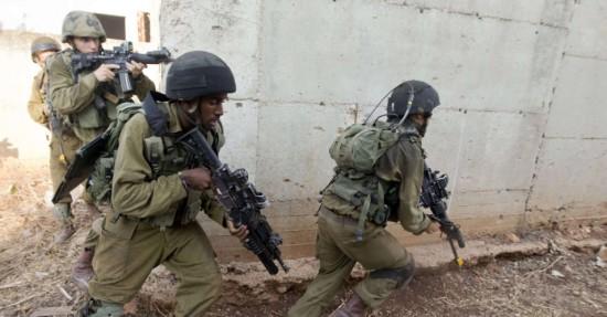 11jul2013---soldados-israelenses-participam-de-treinamento-militar-para-simular-uma-missao-de-combate-ao-hezbollah-na-base-do-exercito-israelense-de-eliaquim-no-norte-de-israel-nesta-quinta-feira-11-1373553746620_956