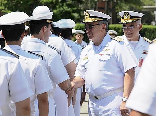 Almirante-de-Esquadra Leal Ferreira conheceu as dependências do Centro