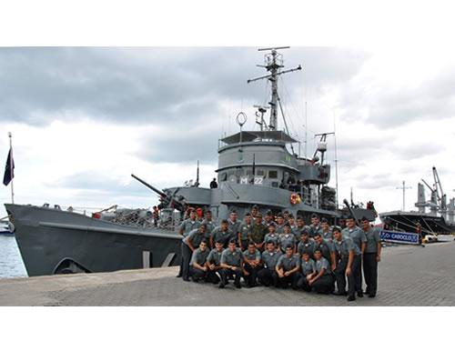 Grupo acompanhou manobras e exercícios na Baía de Todos os Santos