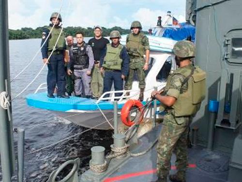 Militares e representantes das agências realizam ações integradas
