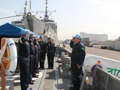 O Comte da FTM - UNIFIL sendo recebido com honras de portaló