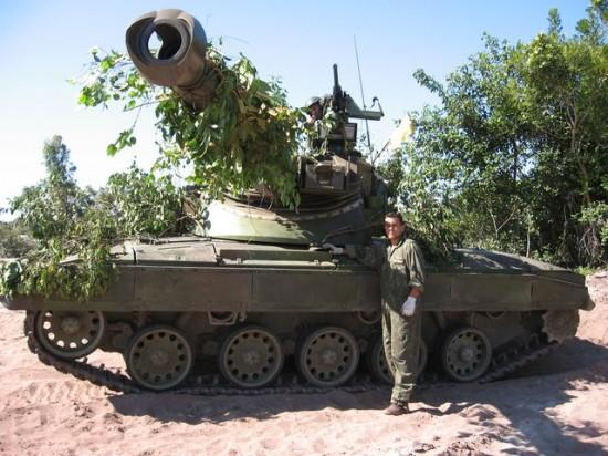 SK-105_comandante_e_motorista_200a