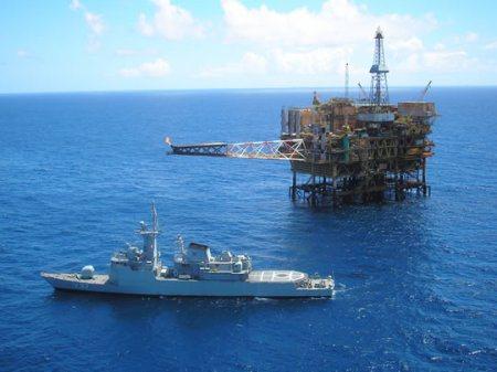 marinha-do-brasil-navio-patrulhando-a-zona-do-pre-sal-foto-marinha-do-brasil