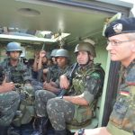 Instrutor do Exército Alemão completa um mês no Centro de Instrução de Blindados