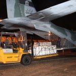 FAB transporta 4,5 toneladas de material para combater incêndio na Baixada Santista (SP)