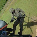 Esquadrão Falcão realiza instrução de infiltração em combate para Militares da MB e do EB