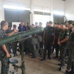 EsACosAAe realiza instrução ao curso de artilharia da EsSA