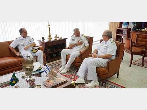 VAlte Liseo Zampronio (à esq) VAlte Ram Rutberg (ao Centro) durante reunião com o Comandante da Marinha do Brasil (à dir)