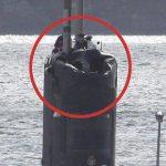 Submarino britânico sofre danos ao seguir navios russos