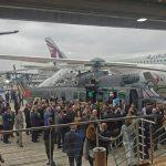 Presidente da França visita futura aeronave da Marinha do Brasil