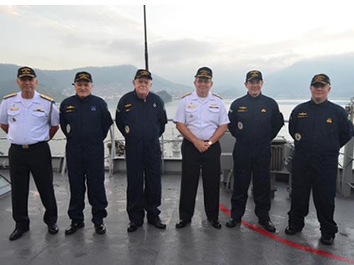 Comandante da Marinha, membros do Almirantado e tripulantes do NApOc