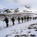 Soldados do Exército da Argentina treinam para missões de salvamento em áreas remotas